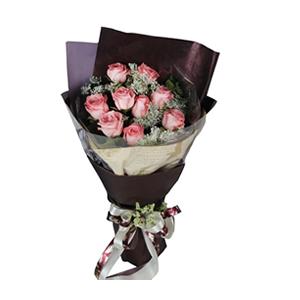鲜花/岁月静好:9枝戴安娜玫瑰。 配材:尤加利,蕾丝、绿叶间插 花