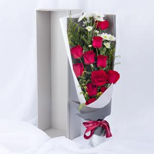 鮮花/我的摯愛:11枝精品紅玫瑰,小雛菊點綴 花 語:不辜負生活,