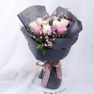 鲜花/Hello女神: 时尚花束7枝精品白玫瑰,4枝粉玫瑰  [包