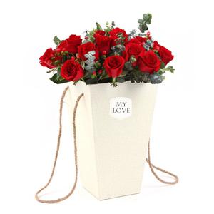 鲜花/唤醒爱: 法式抱抱桶,19枝精品红玫瑰  [包 装]: