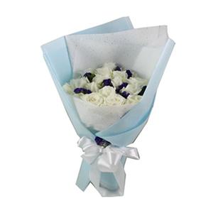 鲜花/海洋之心:19枝白玫瑰 配材:紫色勿忘我间插 花 语:纯洁的