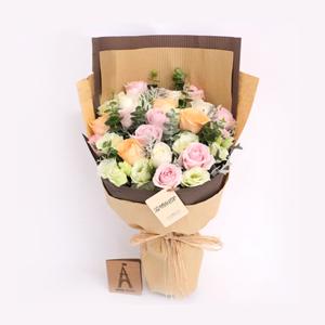 鲜花/曼妙时光: 11枝精品粉玫瑰,4枝香槟玫瑰,4枝白玫瑰(北