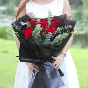 鮮花/愛著你:11枝精品紅玫瑰搭配時尚簡約包裝 花 語:給我一個