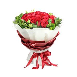 鲜花/爱情的魔力:33枝红玫瑰 配材:栀子叶围边 花 语:我爱你,永