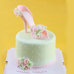 蛋糕/甜蜜高跟鞋:多彩翻糖别致造型 祝 愿:愿你有高跟鞋也有跑鞋,喝