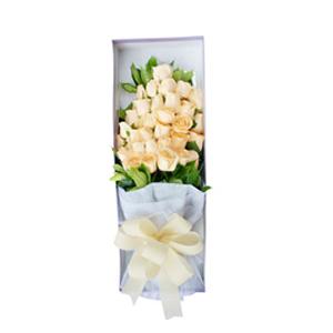 鮮花/在一起的感覺:33枝香檳玫瑰。 配材:綠葉圍繞 花 語:溫馨浪漫