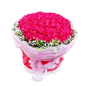 鲜花/爱你在身边:99枝红玫瑰。 配材:绿叶、满天星围边 花 语:爱