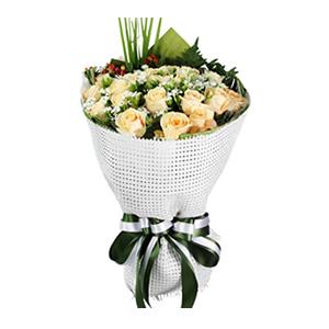 鲜花/怦然心动:19枝香槟玫瑰。 包 装:白色拉菲草编织网、草绿色