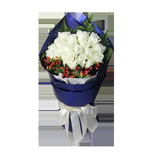 鮮花/最好的時光:19枝白玫瑰。 配材:高山羊齒圍邊,火龍珠相襯 花