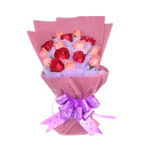 鲜花/期待你的谅解: 6支红玫瑰,9支粉玫瑰,紫色棉纸独立包装。