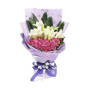 鲜花/相守一生:26枝紫玫瑰,4枝多头百合 包 装:紫色礼品纸内衬