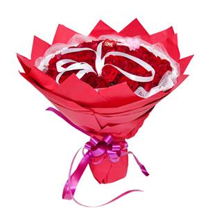 鲜花/真爱久久:99枝红玫瑰 包 装:白色网纱、卷边纸围边,红色皱
