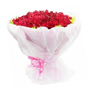 鲜花/为爱致辞:99枝红玫瑰 包 装:粉色皱纹纸精美包装,外层白色