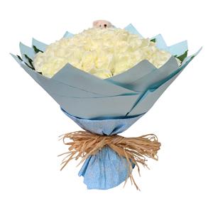 鲜花/爱的信号:99枝白玫瑰 配材:绿叶围边,随机搭配小熊一只 花