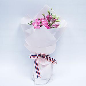 鲜花/一见倾心: 苏醒玫9枝,粉色、白色桔梗共4枝,白色青梅间插