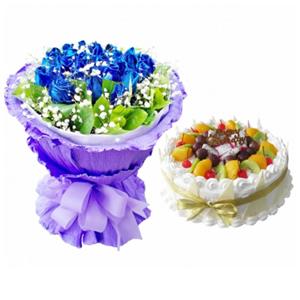 浪漫組合/有你的星光: 29枝藍色妖姬,綠葉、滿天星豐滿。圓形鮮奶水果