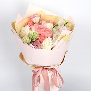 鮮花/月光女神:9枝白玫瑰、9枝粉佳人、3枝粉色桔梗、3枝白色桔梗