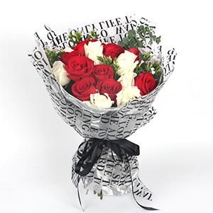 鮮花/一世之約:9枝白玫瑰、9枝紅玫瑰,尤加利葉、青梅間插 花 語