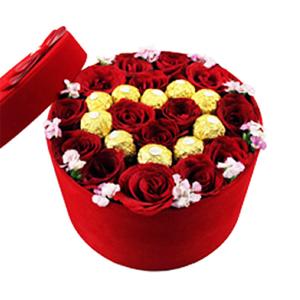 鲜花/幸福心愿:15枝红玫瑰,10颗巧克力 配材:相思梅点缀 花
