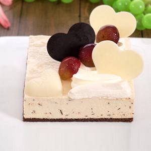 蛋糕/天鹅芝士:香浓芝士蛋糕+巧克力装饰 祝 愿:愿你笑容纯洁,始
