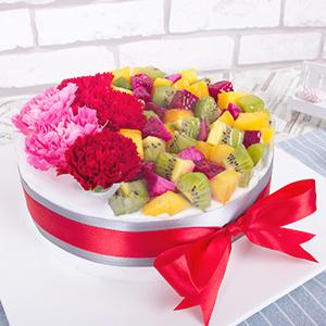 蛋糕/感恩的心:鲜奶蛋糕胚+康乃馨与时令水果搭配 祝 愿:感恩您的