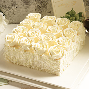 蛋糕/爱之誓言:优质慕斯搭配新鲜淡奶油 祝 愿:感恩有你在的每一天