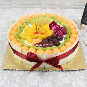蛋糕/想念:原材料:圆形水果蛋糕,水果铺面,白色巧克力围边 蛋糕说:忘