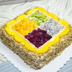 蛋糕/幸福美满:原材料:精选淡奶油,方格新鲜水果设计,花生碎围边 蛋糕说: