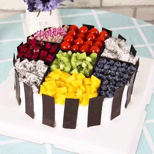 蛋糕/我想要的幸福:原材料:九宫格水果蛋糕,新鲜水果铺面,巧克力围边 蛋糕说:
