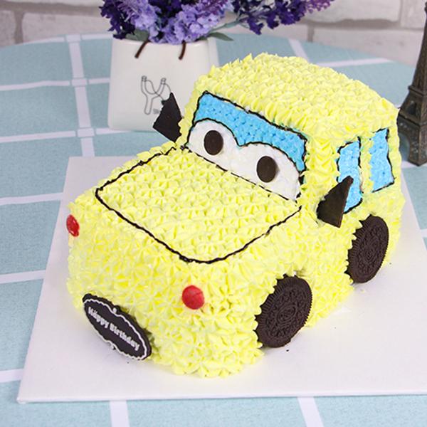 蛋糕/梦幻小跑:原材料:新鲜动物奶油,柔软戚风蛋糕胚,黄桃水果夹心。 蛋糕
