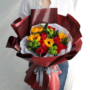 鲜花/烂漫:9枝红玫瑰 5枝向日葵 高级配花 花 语:波澜不惊