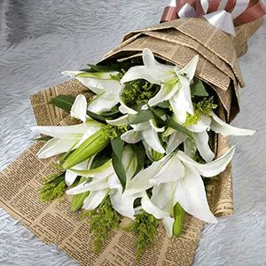 鲜花/愿你安好:9枝白百合+高级配草 花 语:一份感动来自珍惜 一