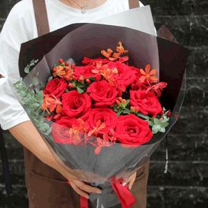 鮮花/寶貝,我愛你:11朵紅玫瑰  進口尤加利,紅豆等裝飾 花 語:一