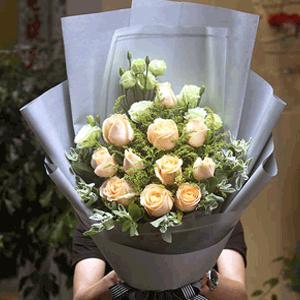 鲜花/朝朝暮暮:11朵香槟玫瑰 花 语:朝暮与年岁并往。与你一同行