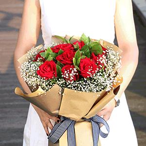 鲜花/不离不弃:11枝红玫瑰+高级配草 花 语:愿有岁月可回首,且