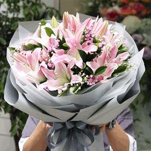 鲜花/如花似锦:19枝粉百合 时令配草 花 语:祝福你前程如花似锦