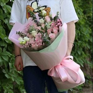 鲜花/一瞬心动:21枝粉玫瑰+白玫瑰+高级配草 花 语:佳期遇人,