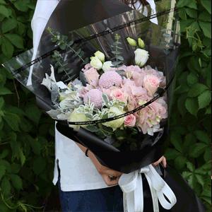 鲜花/相濡以沫:21粉玫瑰+白玫瑰+粉色绣球+高级配草 花 语:风