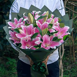 鲜花/殷切祝福:21枝粉百合 花 语:牵挂是最真挚的心动,问候是最
