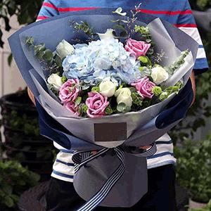 鮮花/流年花開:29枝白玫瑰+粉玫瑰+繡球+尤加利葉+小雛菊+情人草