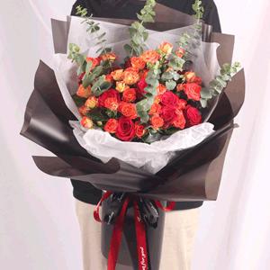 鲜花/热烈:33红玫瑰+橘色蔷薇 花 语:留连戏蝶时时舞,自在