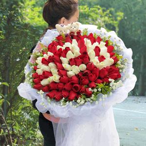 鮮花/只想要你:99枝紅玫瑰+白玫瑰+高級配草 花 語:這世界就是