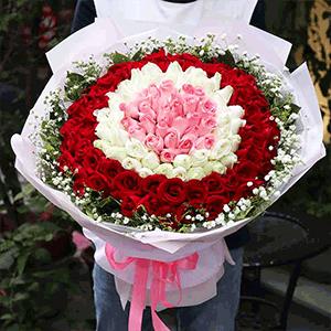 鲜花/携人白首:99枝红玫瑰+白玫+粉玫瑰+黄莺+满天星 花 语: