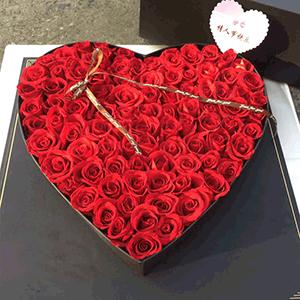 鲜花/醉美:99枝红玫瑰 花 语:想陪你从新鲜感走到归属感